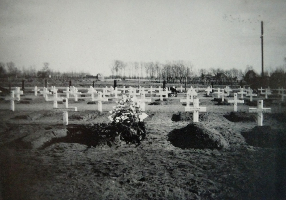 WW2 temporary burial Canadians Maldegem